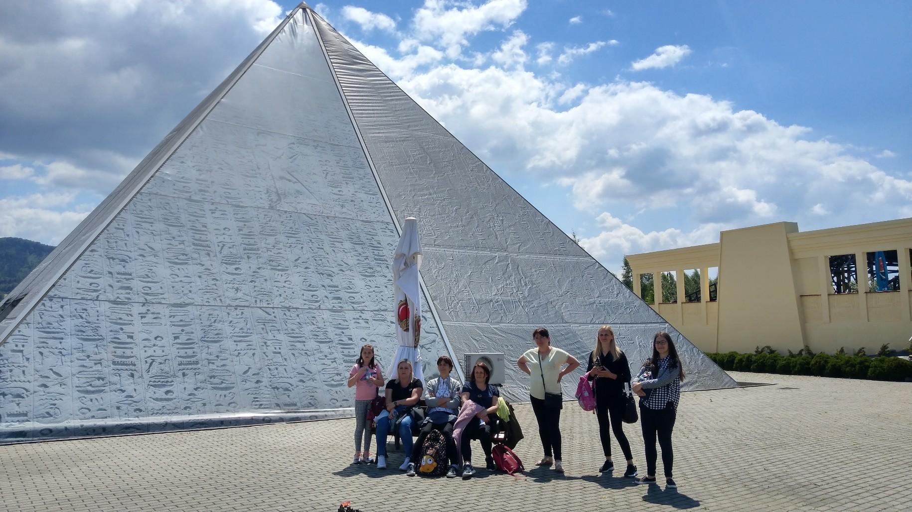 Gdzieś w Egipcie pod piramidą Hopsa-Hopsa ;)